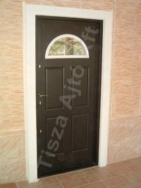 02-es ajtó barna színben