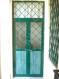 22-es rácsos ajtó