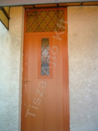 28-as rácsos ajtó