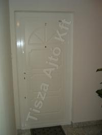 72-es ajtó fehér