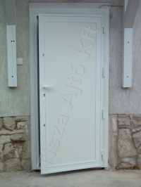 73-as ajtó fehér festett