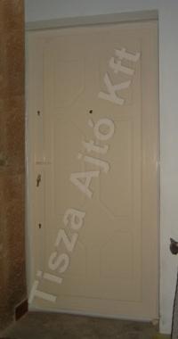 74-es ajtó fehér