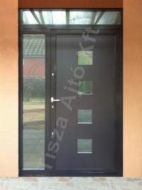 104-es ajtó festett